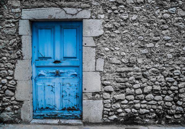 blue-door-2742118_1920.jpg