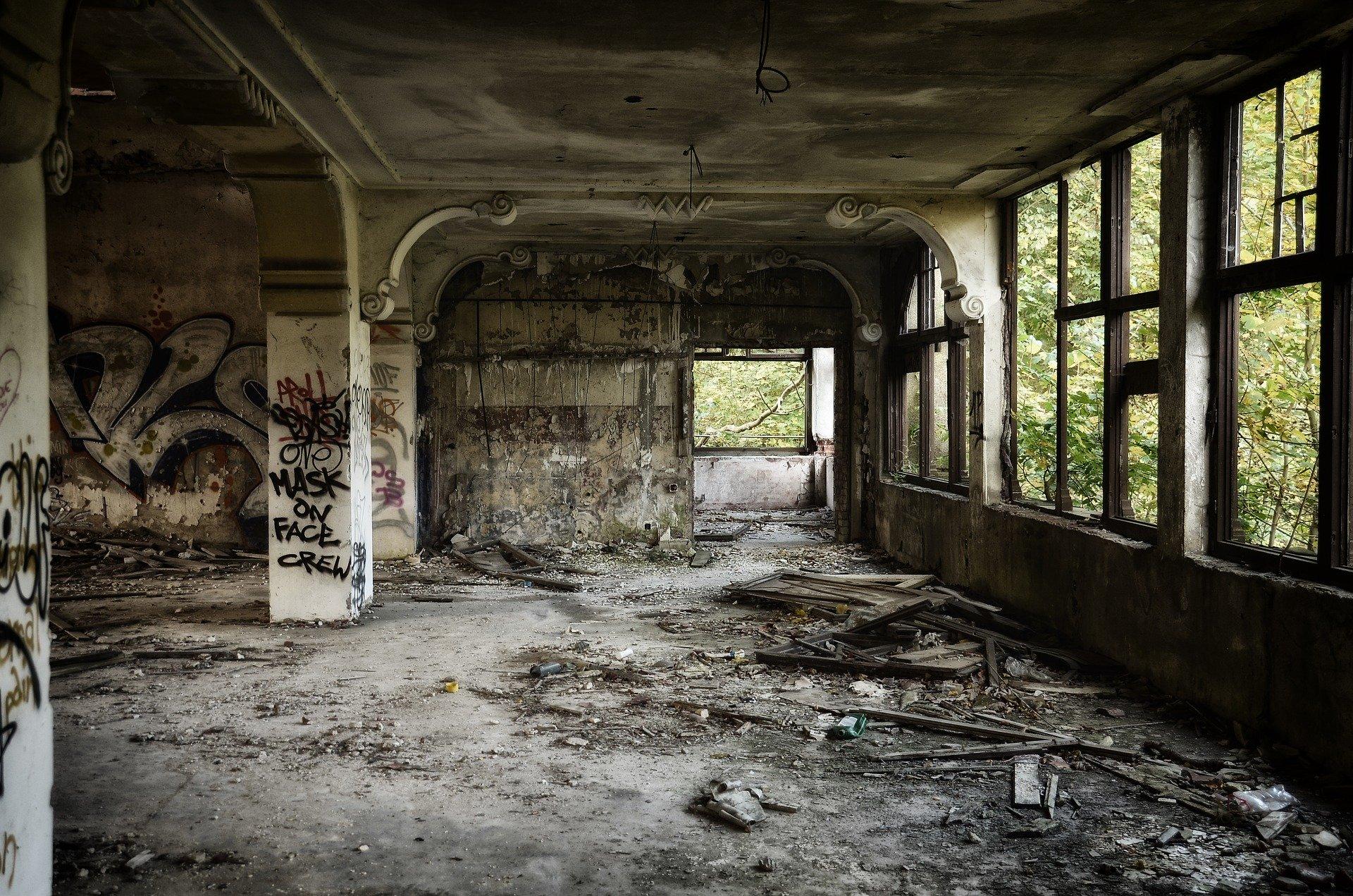 ruin-1589067_1920.jpg