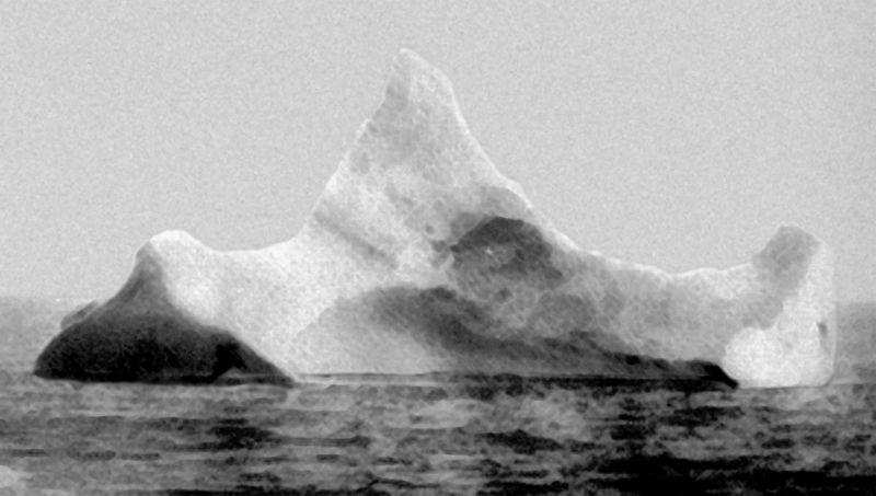 800px-Titanic_iceberg.jpg